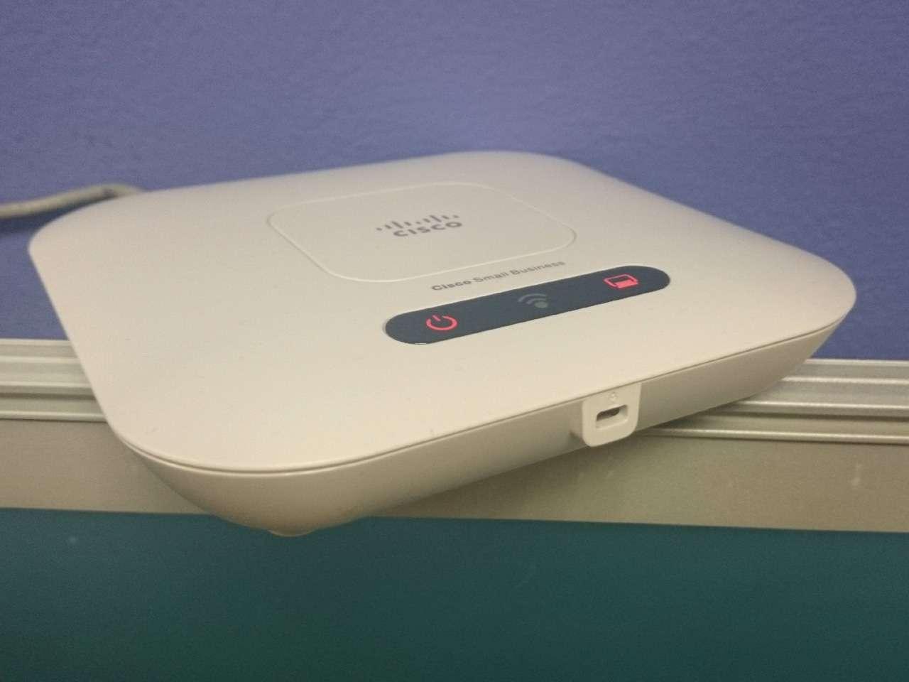 Los proveedores de internet acostumbran a colocar el router en las esquinas Foto: Terra