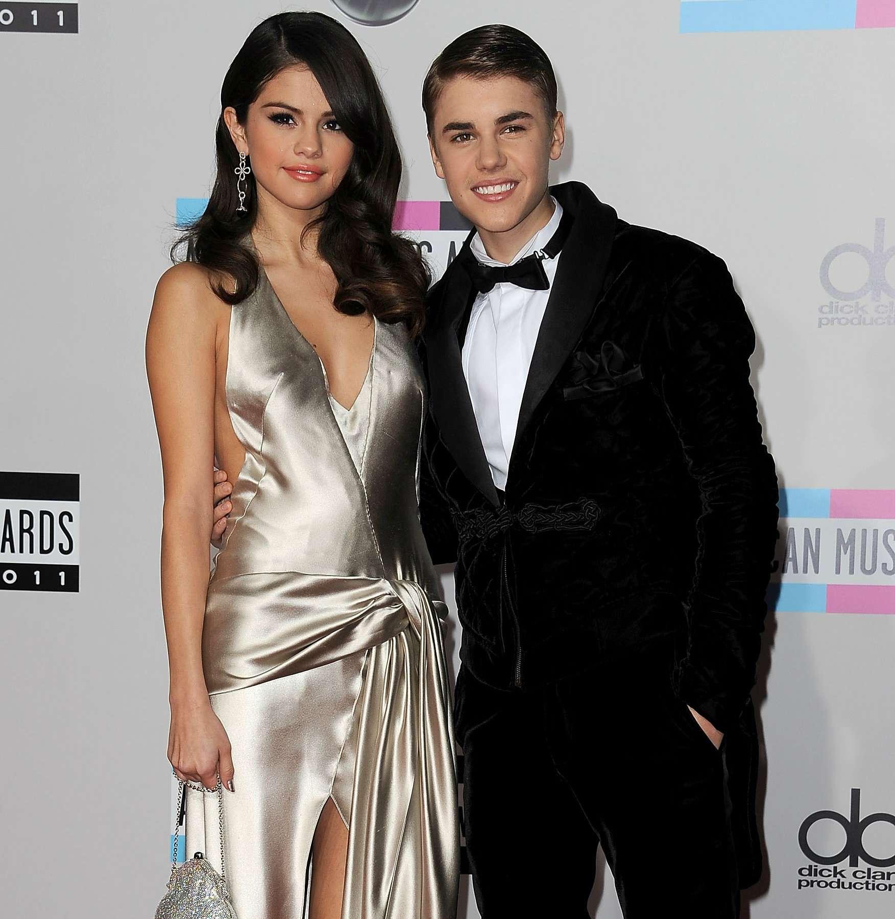 Selena Gómez y Justin Bieber celebraron una ceremonia de compromiso en Los Ángeles Foto: Getty