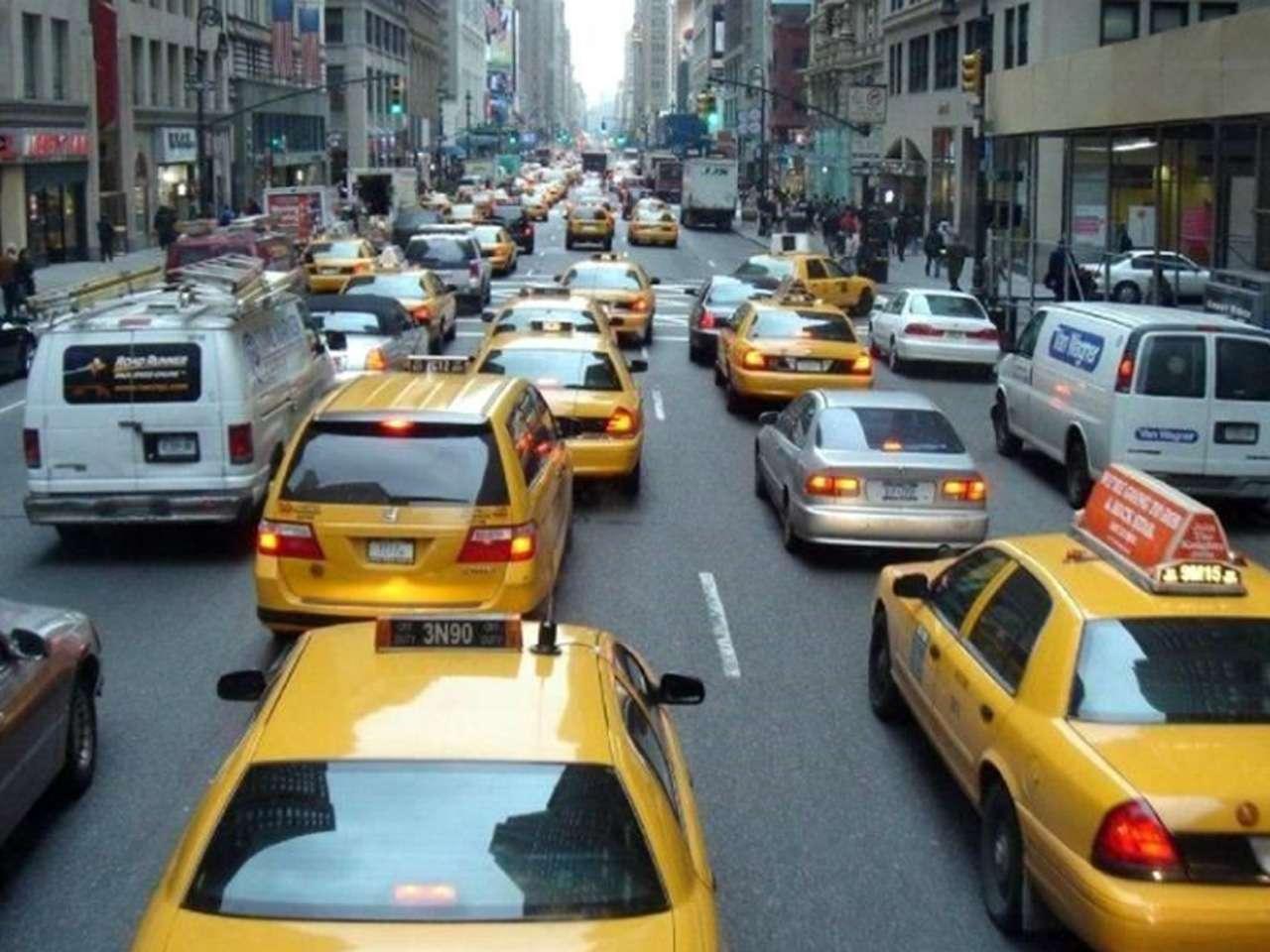 Sólo el 1 por ciento de los casi 52 mil conductores de los típicos taxis amarillos neoyorquinos son mujeres Foto: Reuters en español