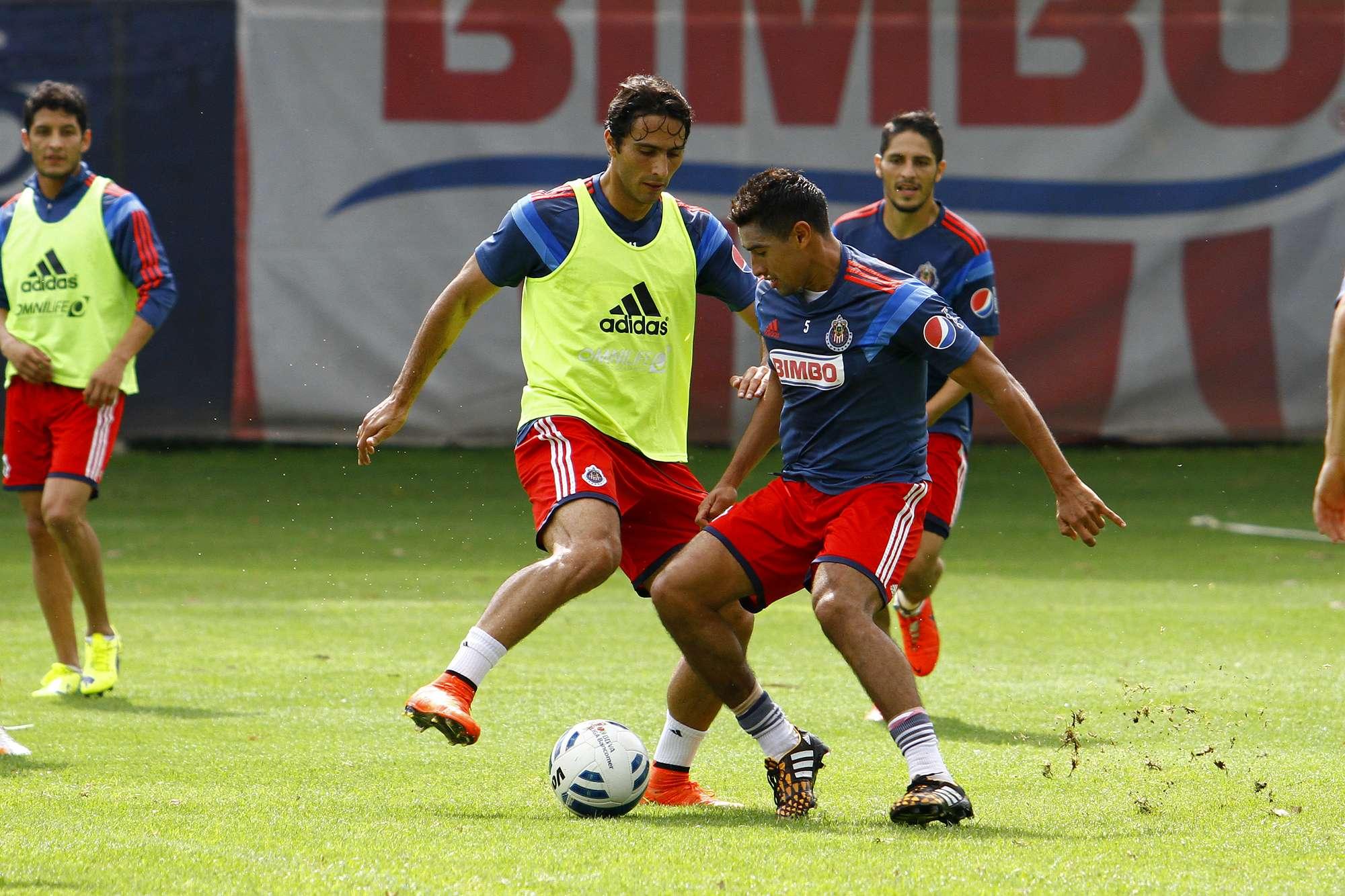 Aldo de Nigris, atacante de las Chivas del Guadalajara jugará ante Rayados. Foto: Imago 7