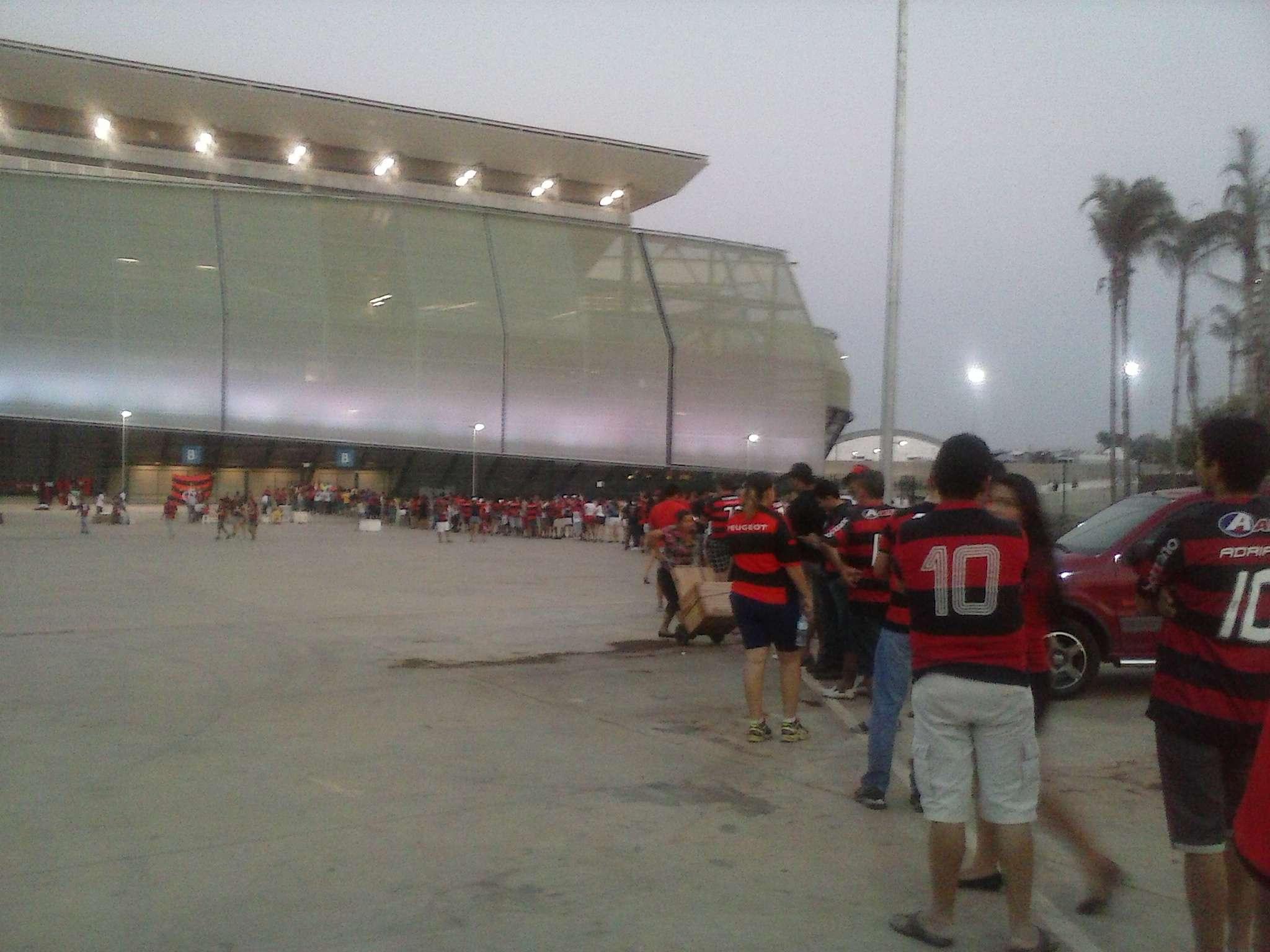 Flamenguistas fazem fila para entrar na Arena Pantanal Foto: Keka Werneck/Especial para Terra