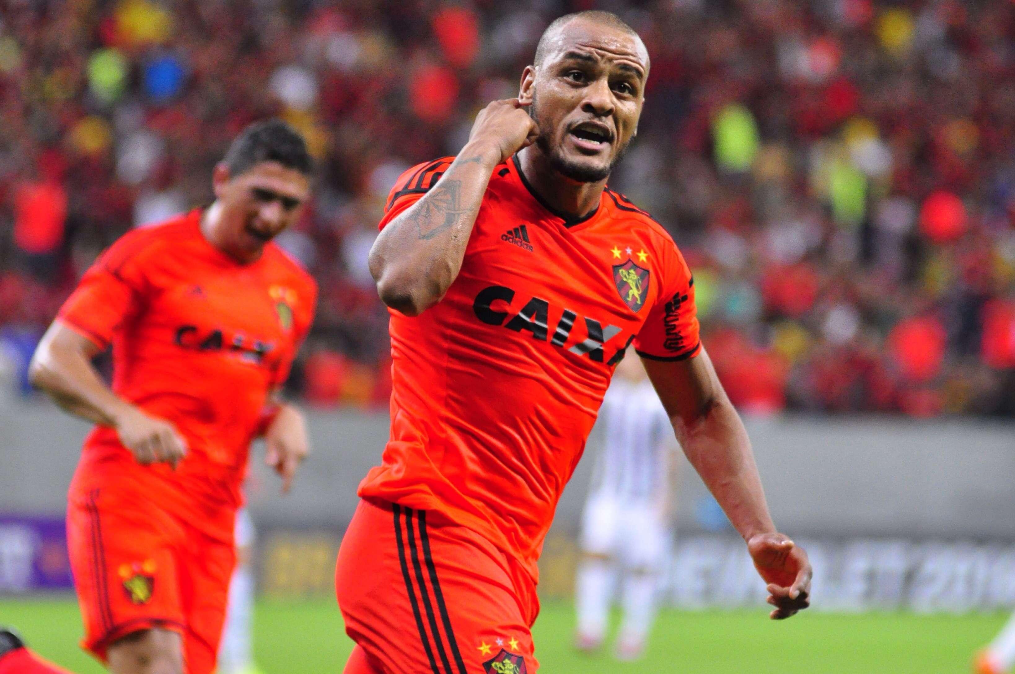 Patric fez três gols na partida Foto: Anderson Stevens / Agência Eleven/Gazeta Press