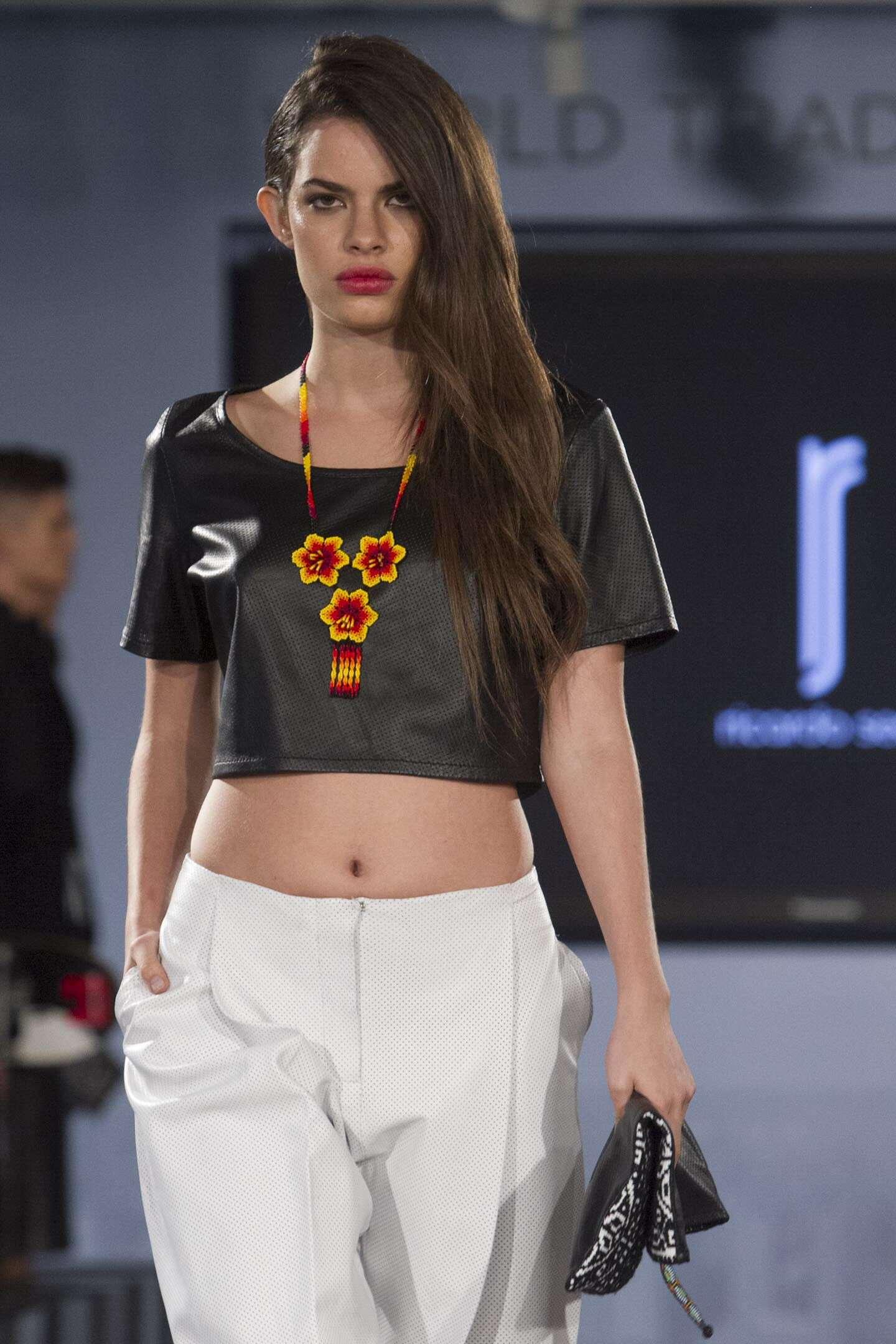 Arte huichol llega a la pasarela de la New York Fashion Week. Foto: EFE