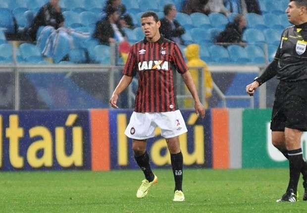 Sidcley, 21 anos, fez sua primeira partida pelo elenco principal contra Grêmio Foto: Atlético-PR/Divulgação