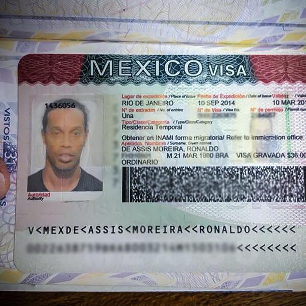 Ronaldinho ya cuenta con la visa de trabajo Foto: Twitter @10Ronaldinho