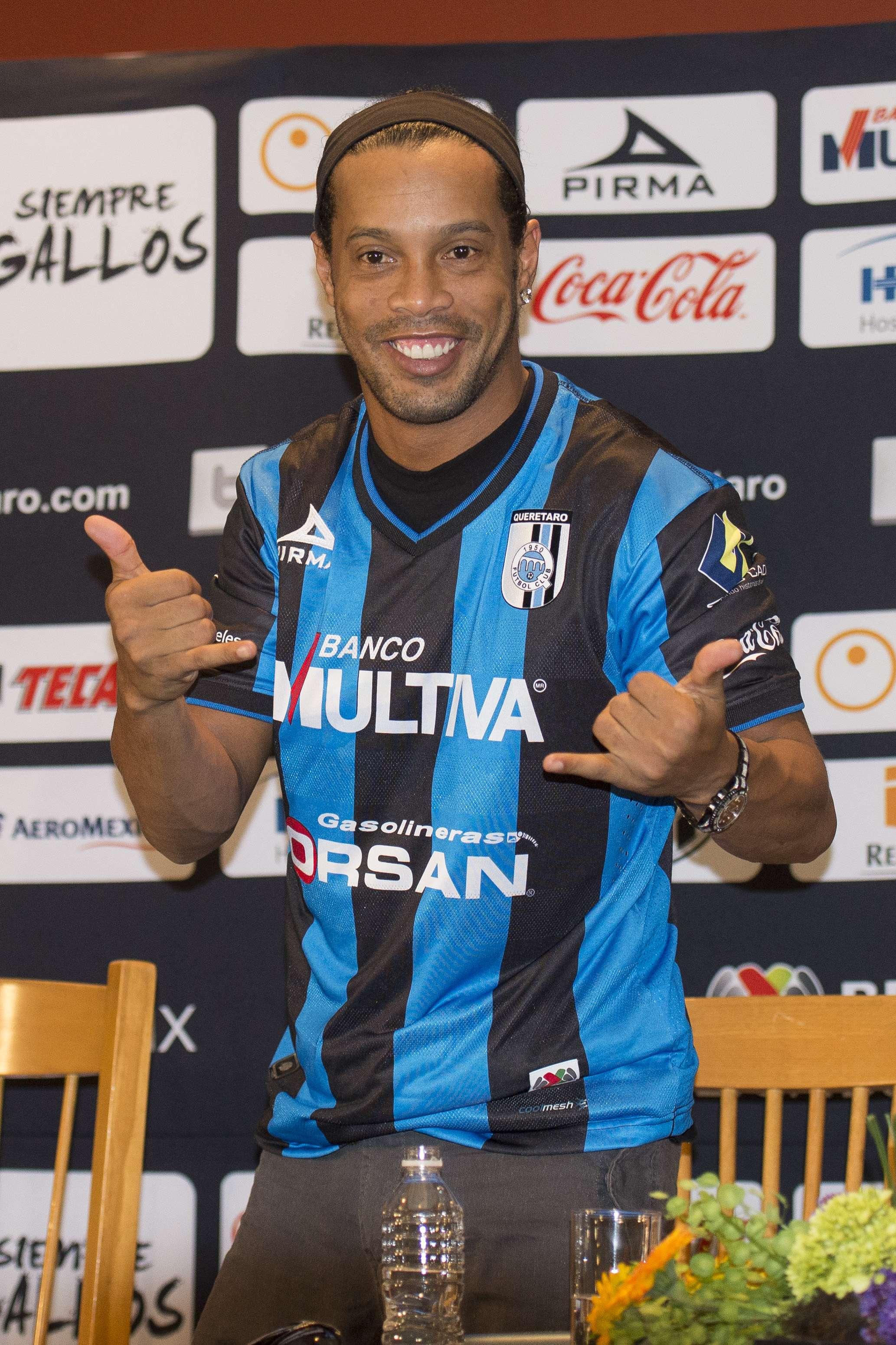 Ronaldinho podría debutar con Querétaro en la Copa MX Foto: Mexsport