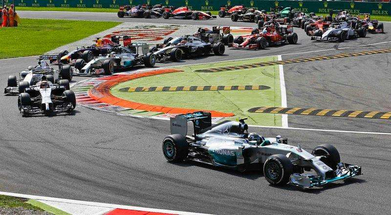 Piloto da Mercedes Nico Rosberg lidera GP de Monza de F1, na Itália. Foto: Stefano Rellandini/Reuters