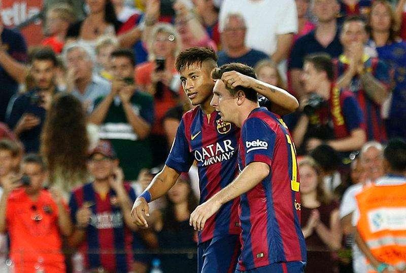 Messi comemora gol com Neymar contra time mexicano León durante jogo no Camp Nou, em Barcelona. 18/8/2014. Foto: Gustau Nacarino/Reuters
