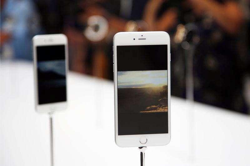 El nuevo iPhone6 Plus de Apple en su presentación en Cupertino, EEUU, sep 9 2014. Muchos consumidores tendrán que esperar de tres a cuatro semanas para conseguir su nuevo iPhone 6 Plus de Apple Inc, ya que el récord de reservas de los nuevos modelos saturó el número de dispositivos disponibles. Foto: Stephen Lam/Reuters