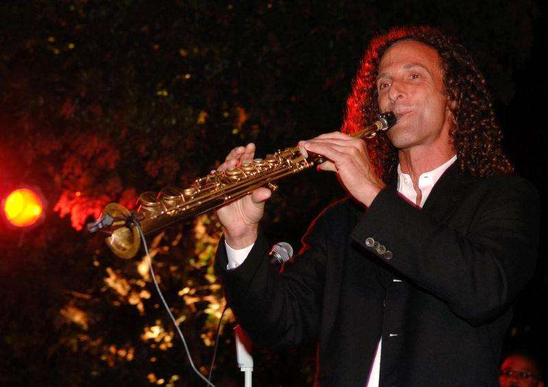 Musician Kenny G performs at a fund-raising reception before a fundraiser chaired by then first lady of California Maria Shriver in Monterey, in this September 5, 2008 file photo. Foto: Bill Auth/Reuters