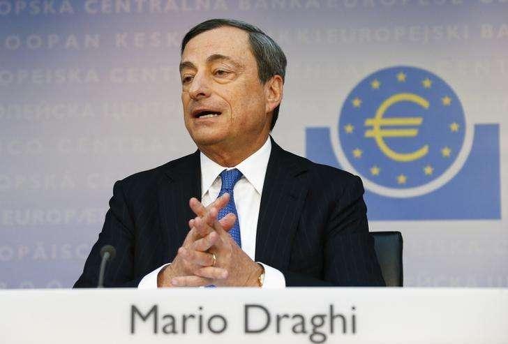 El presidente del BCE, Mario Dragui, en la conferencia mensual del Banco Central Europeo en Frankfurt. Imagen de archivo, 05 junio, 2014. El Banco Central Europeo sigue estado dispuesto a tomar más medidas para eludir la amenaza de una deflación en la zona euro, dijo el viernes el presidente de la entidad Mario Draghi, que además advirtió que las normas fiscales del bloque no deberían ser alteradas. Foto: Ralph Orlowski/Reuters