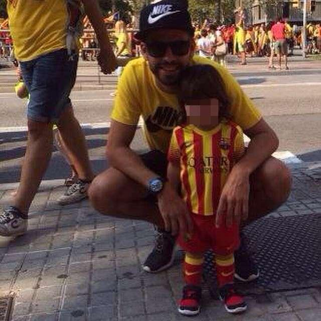 Piqué, en la V de la Diada junto a su hijo. Foto: Instagram