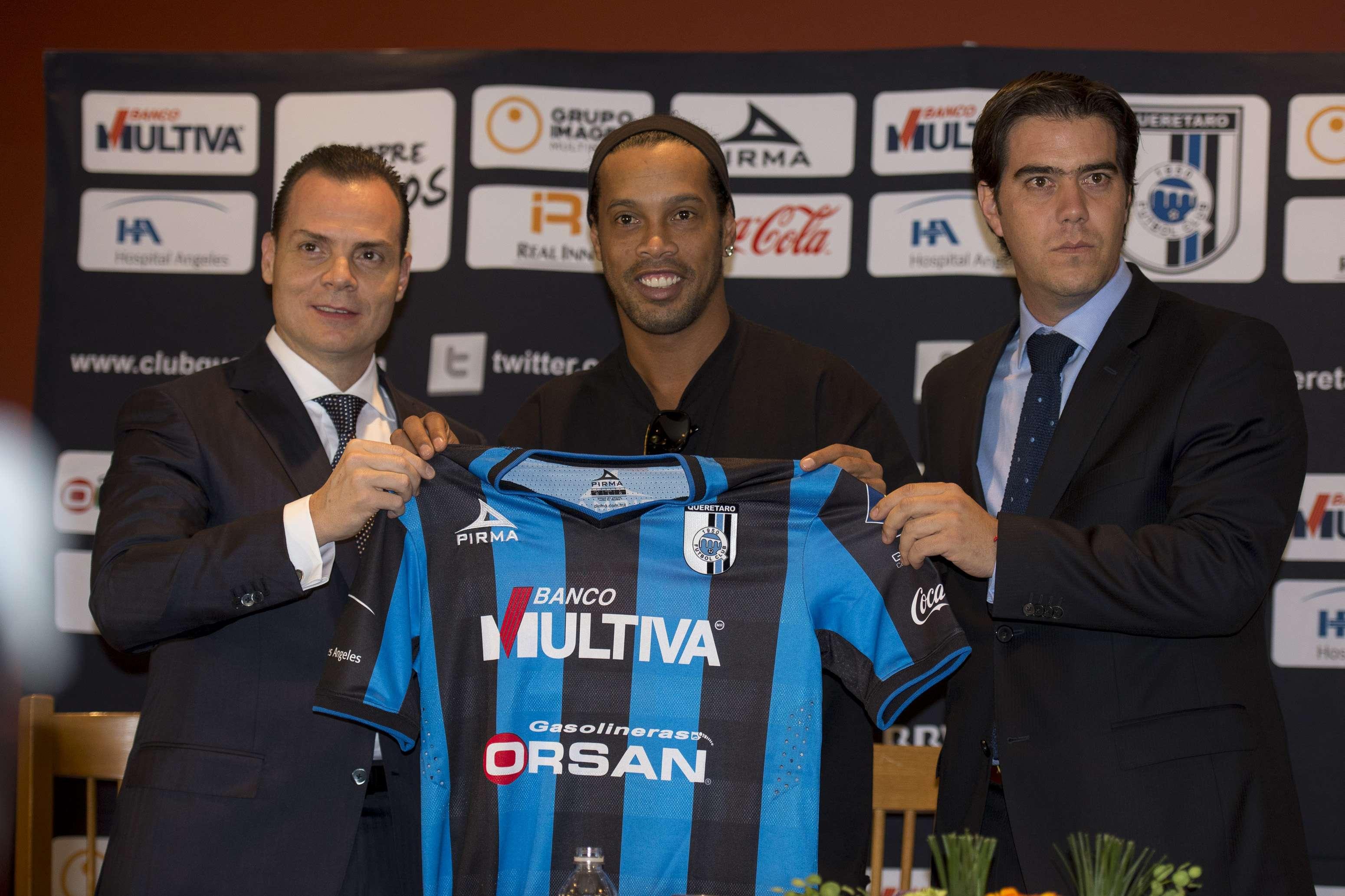 Ronaldinho, durante su presentación. Foto: Mexsport