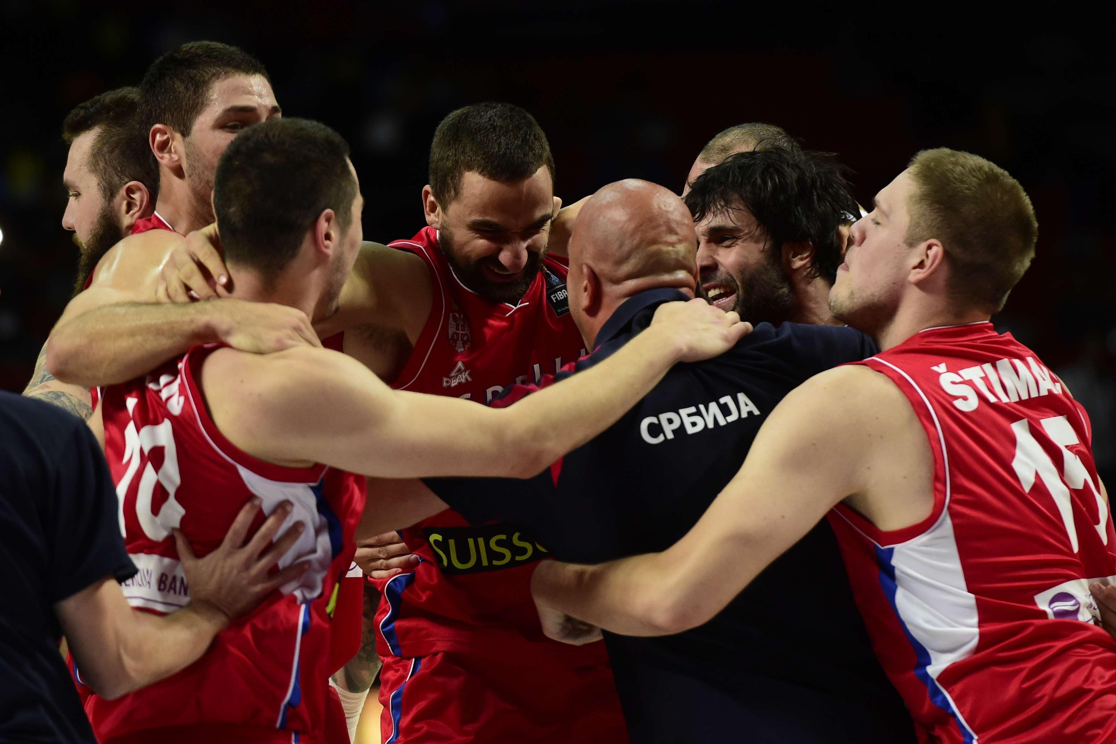 Jogadores da Sérvia comemoram vaga na final do Mundial Foto: Gerard Julie/AFP