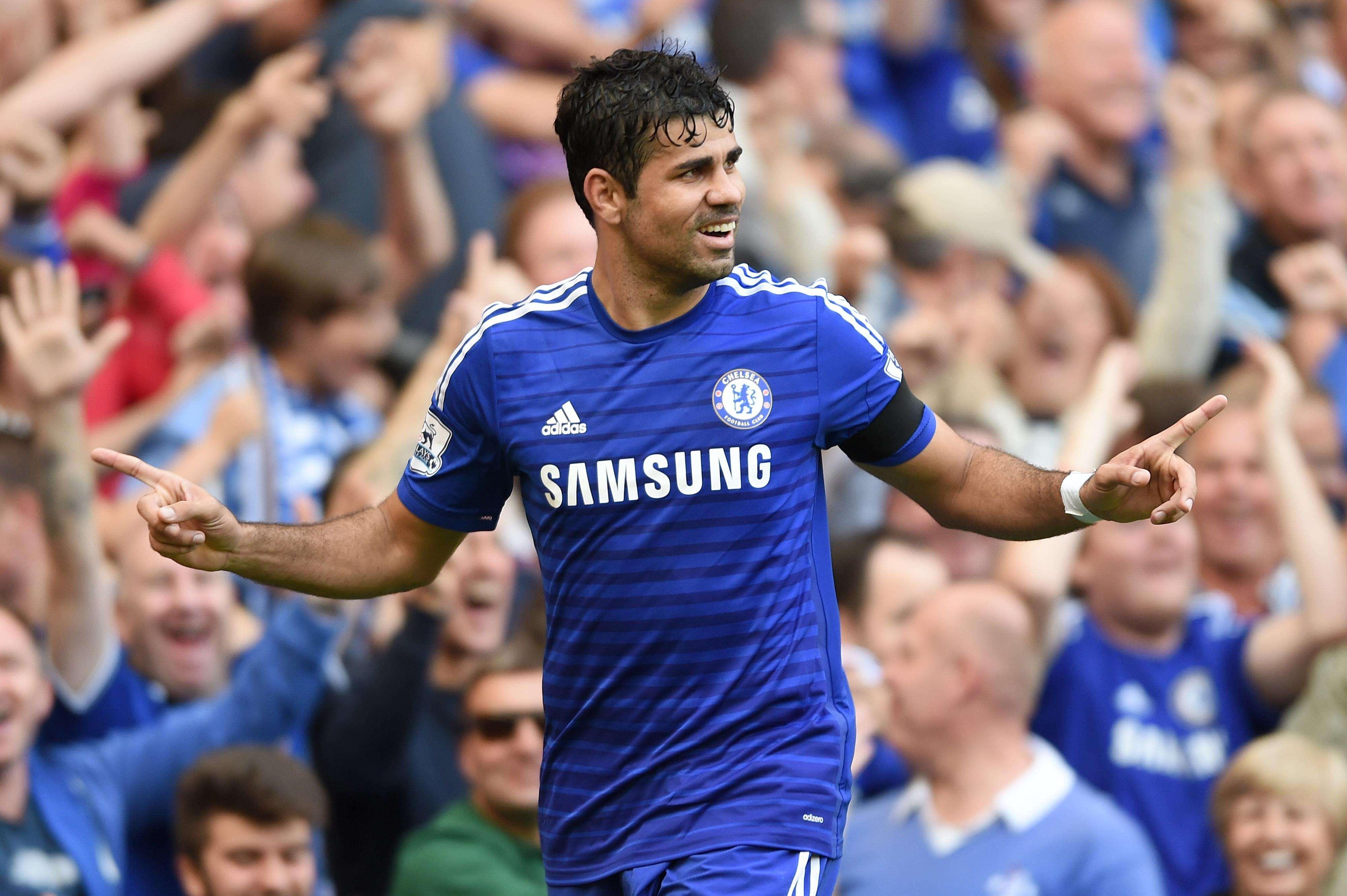 Diego Costa comemora um de seus três gols Foto: Tim Ireland/AP