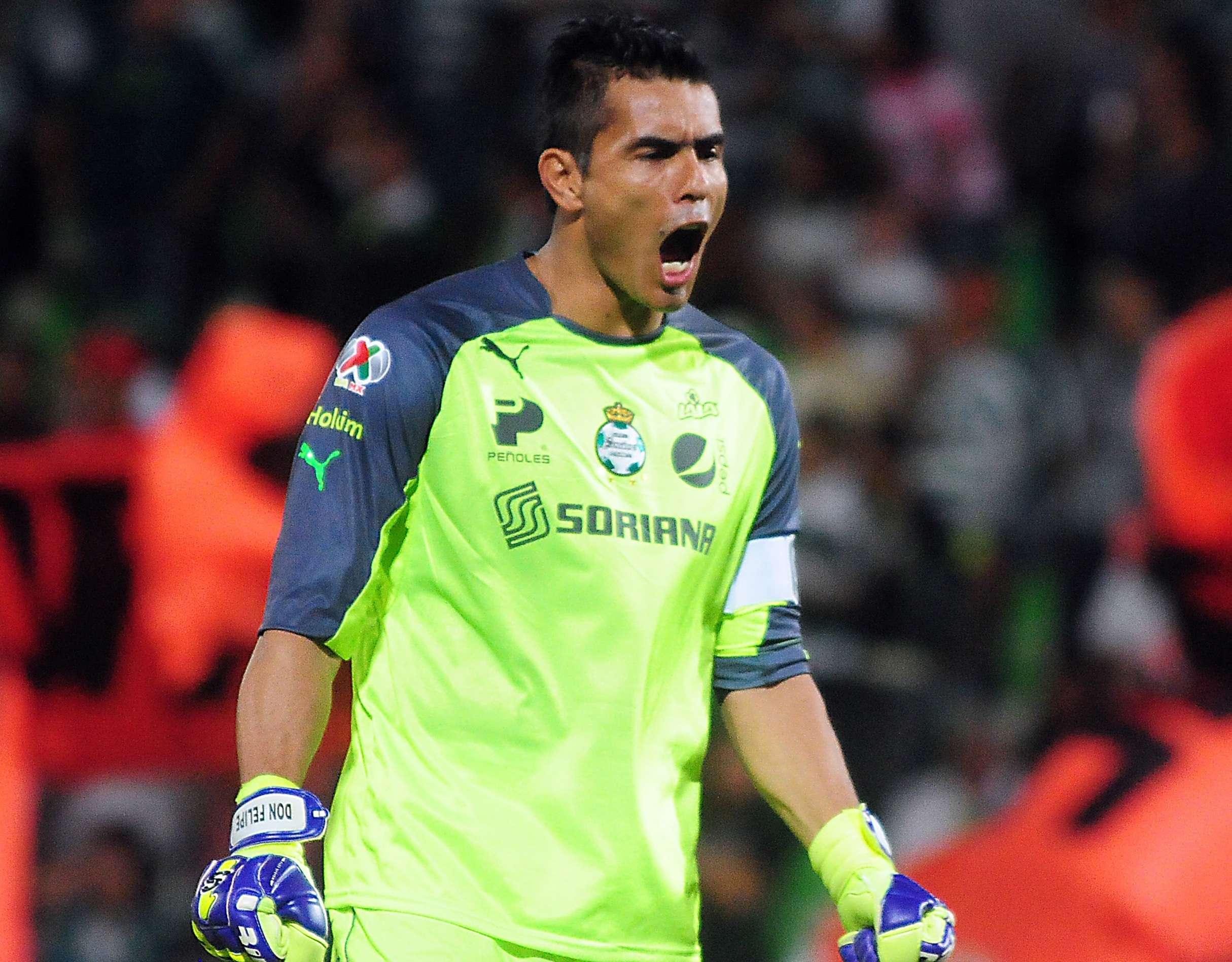 Oswaldo Sánchez celebra el primer gol, en el triunfo de Santos Laguna 2-0 sobre León. Foto: Mexsport
