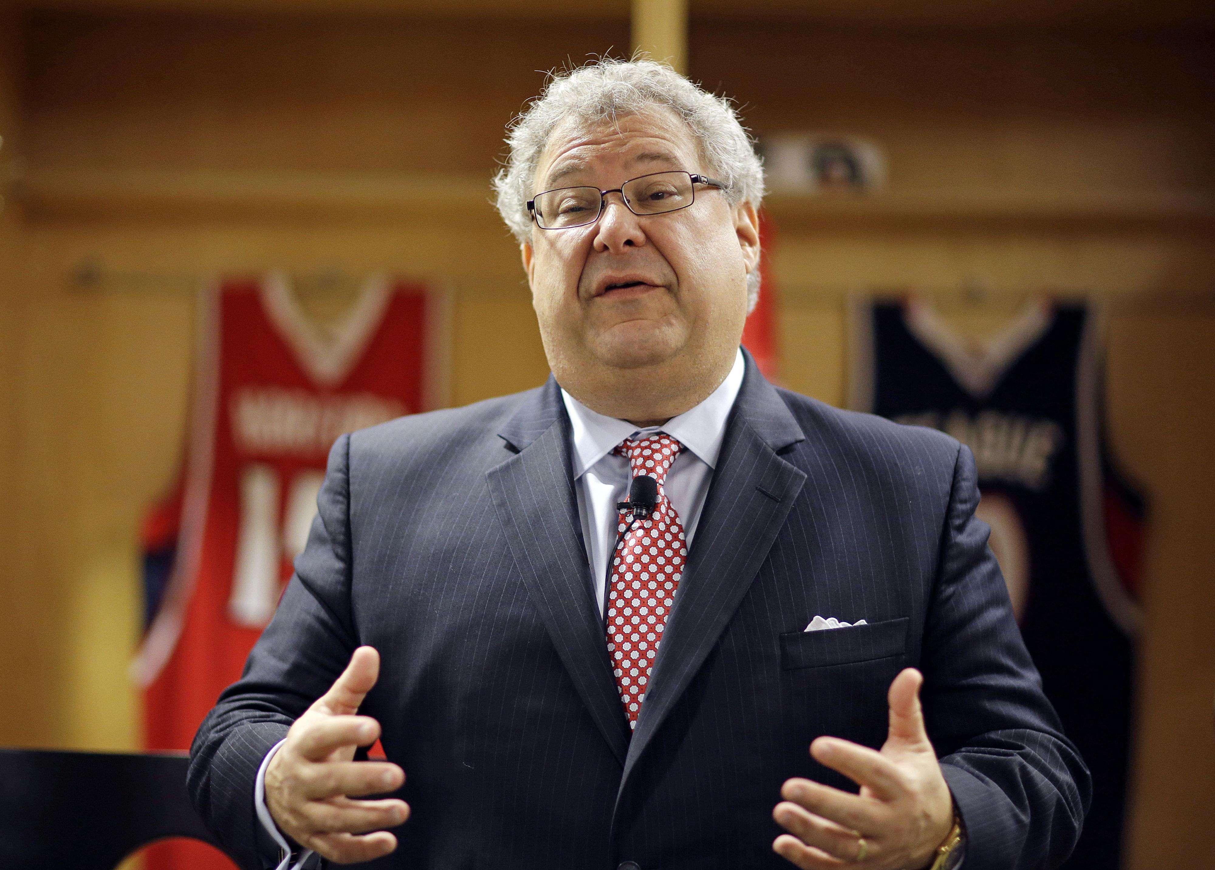 Steve Koonin, director ejecutivo de los Hawks, se mostró avergonzado por lo sucedido. Foto: AP