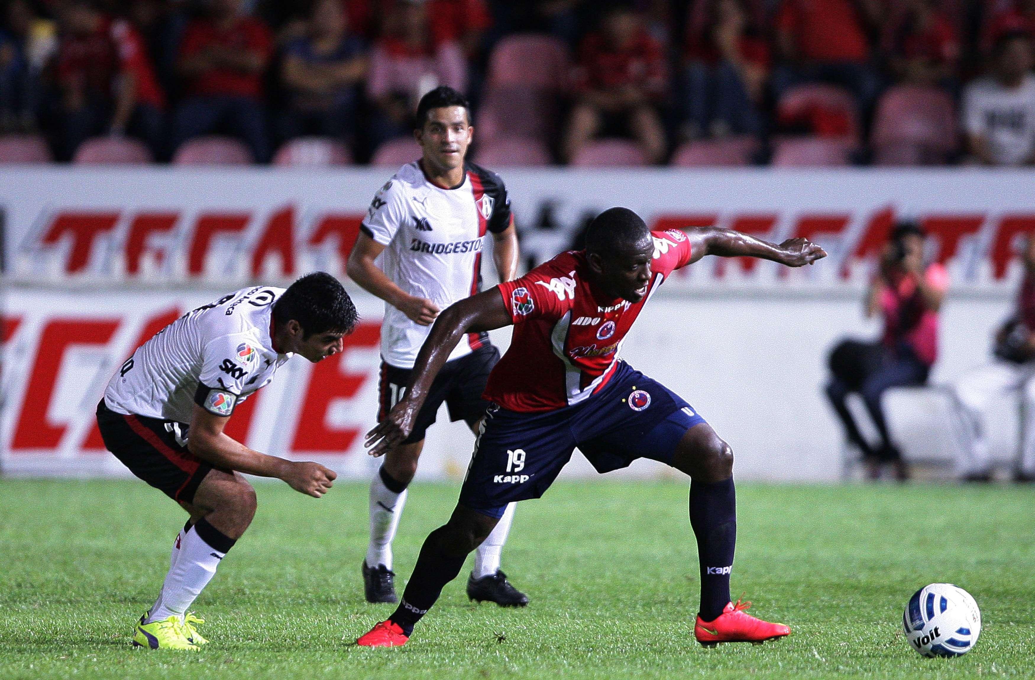 """Veracruz y Atlas empataron a un gol en el encuentro celebrado en la cancha del Luis """"Pirata"""" Fuente en la jornada 8 del Apertura 2014. Foto: Mexsport"""