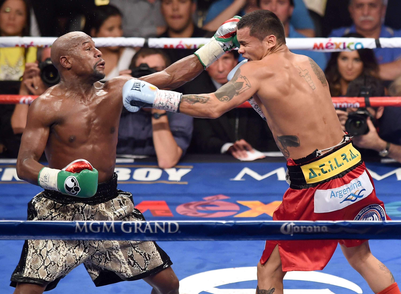 Floyd Mayweather Jr. y Marcos Maidana en la desangelada pelea del sábado Foto: Gettyimages