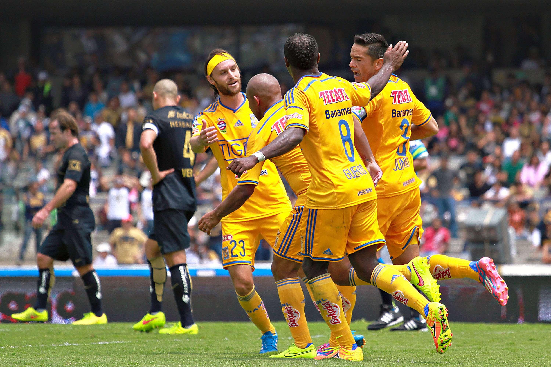 Pumas fue contundente en el primer tiempo y se fue ganando 2-0, pero Tigres sacó el empate en el segundo lapso en el duelo de la Jornada 8 del Apertura 2014. Foto: Imago7