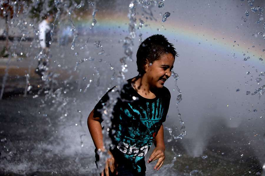 Tras la lluvia que afectó todo el día sábado, este domingo amaneció con temperatura primaverales, por lo que los habitantes de la capital comenzaron a vivir las Fiestas Patrias. Foto: Agencia UNO