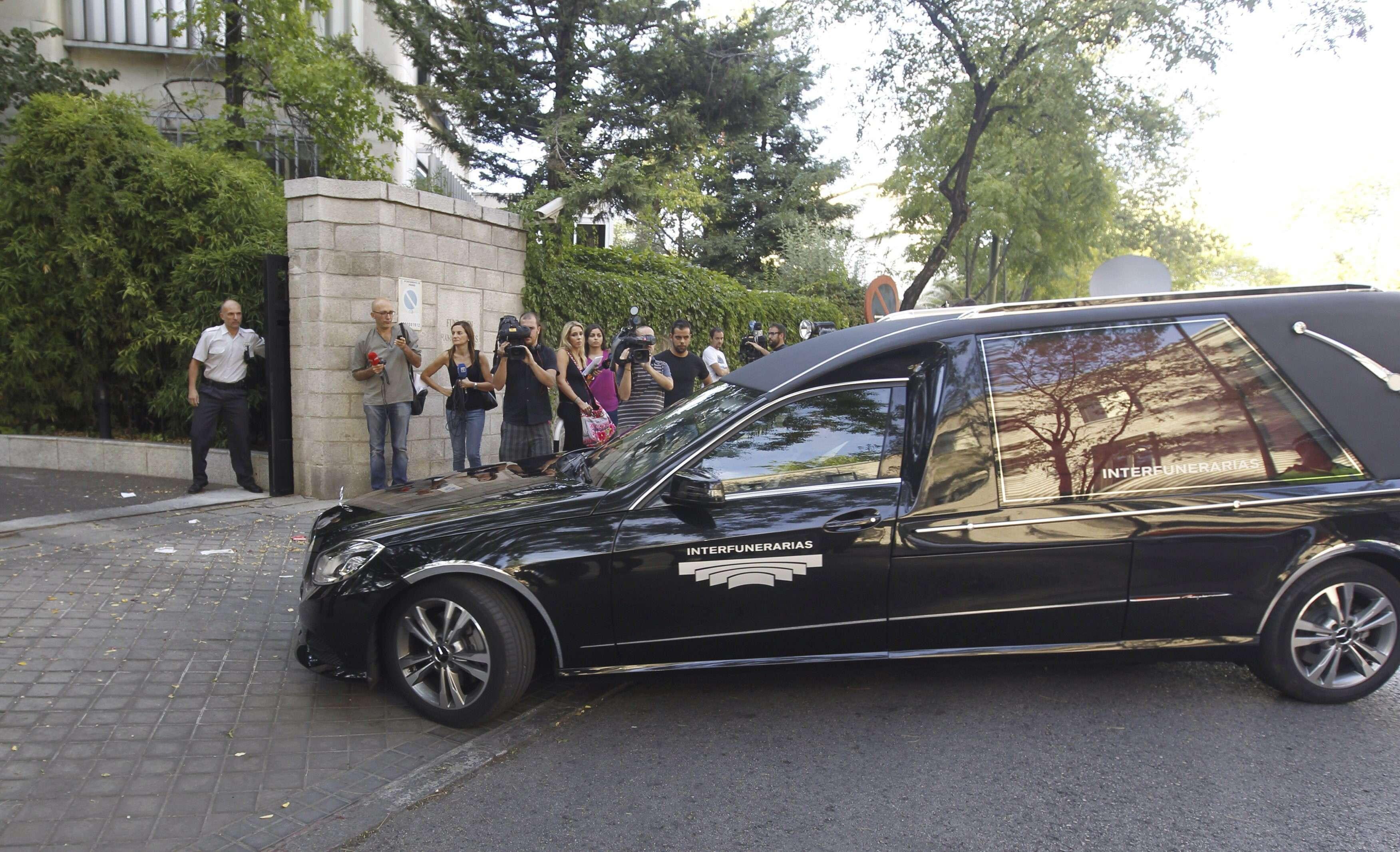 Los restos mortales del presidente de El Corte Inglés Isidoro Álvarez son trasladados a la Fundación Ramón Areces donde quedará instalada la capilla ardiente. Foto: EFE