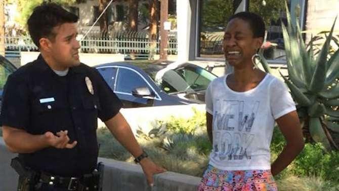 Atriz Danièle Watts foi abordada por policiais em Los Angeles após ter beijado seu marido, que é branco Foto: Reprodução / Facebook