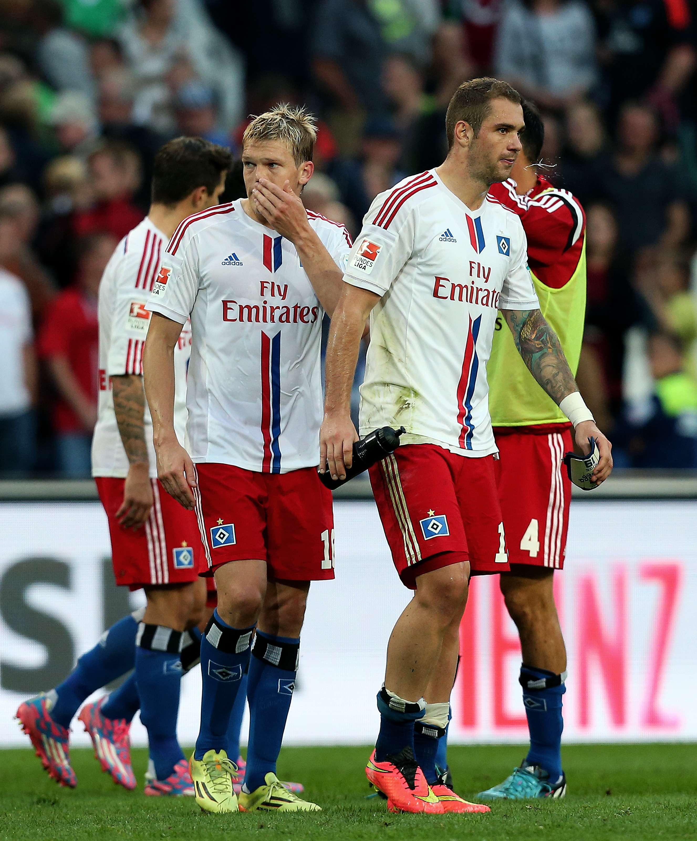 Jogadores do Hamburgo lamentam derrota Foto: RONNY HARTMANN/AFP