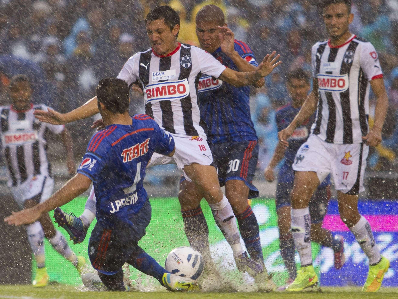 Rayados y Chivas empataban 0-0 al minuto 12. Foto: Mexsport