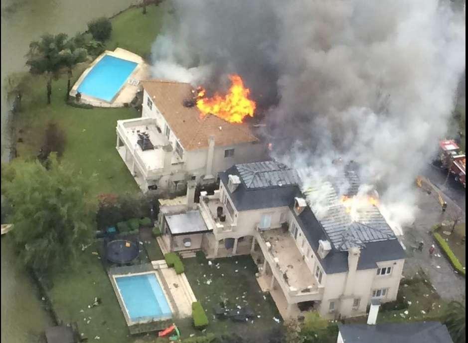 Una de las primeras imágenes de la tragedia Foto: Twitter @Julian_colombo
