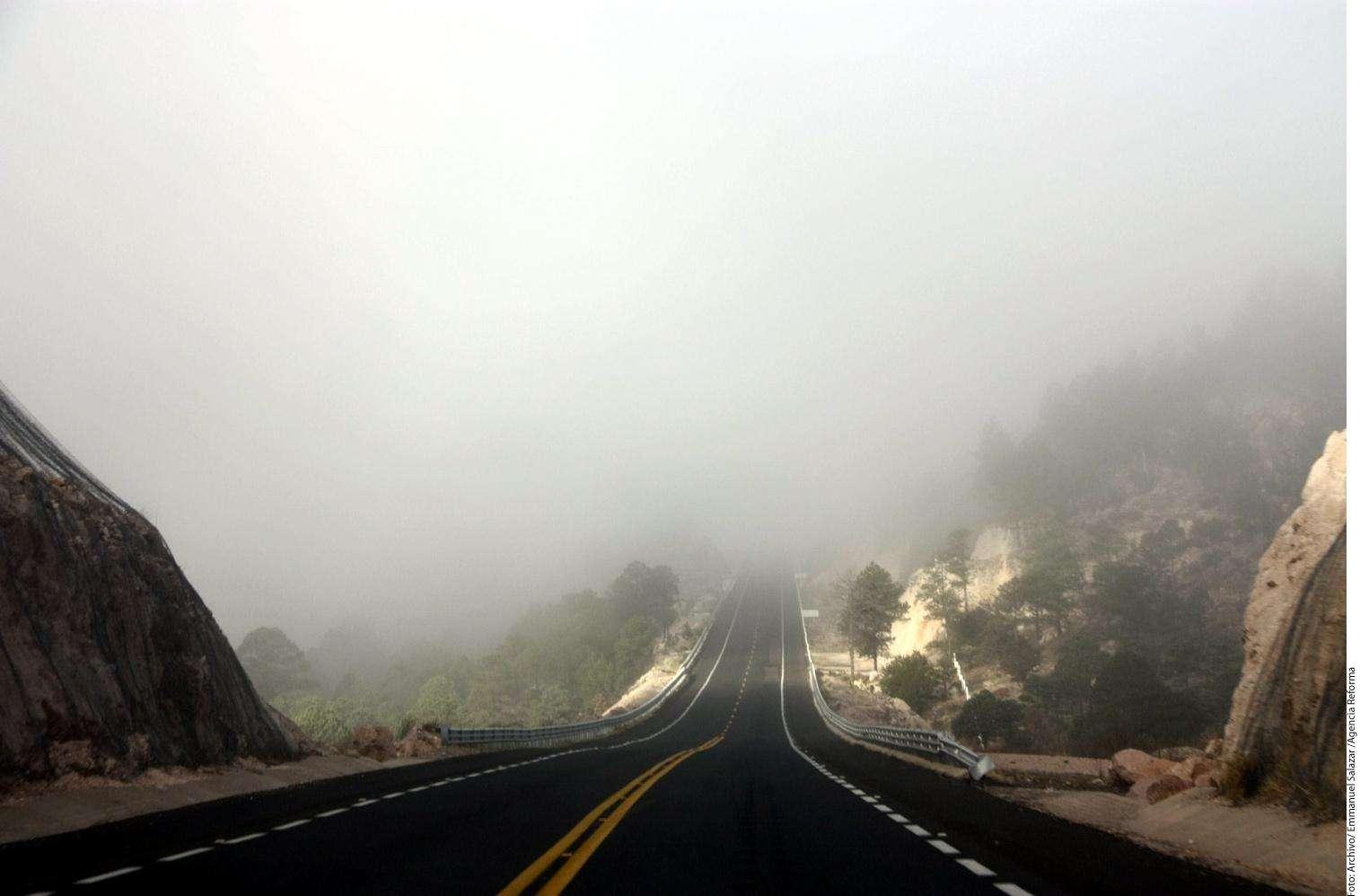 Neblina en carretera Foto: Agencia Reforma