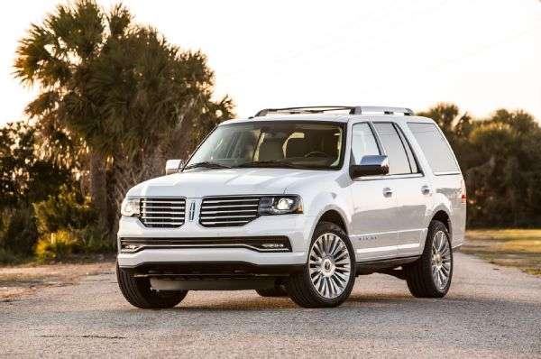 La nueva Lincoln Navigator 2015 cuenta con mejoras al interior del vehículo, así como nuevas tecnologías. Foto: Motor Trend