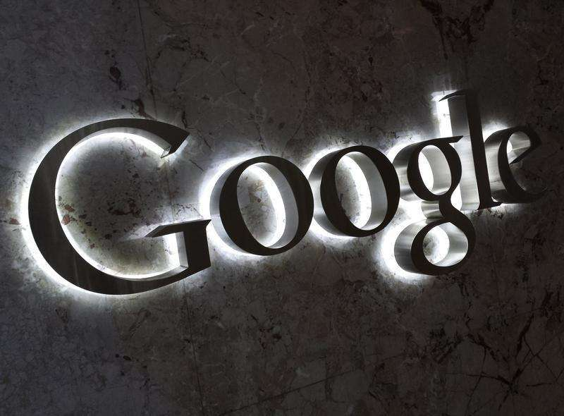A Google logo is seen at the entrance to the company's offices in Toronto September 5, 2013. Foto: Chris Helgren/Reuters