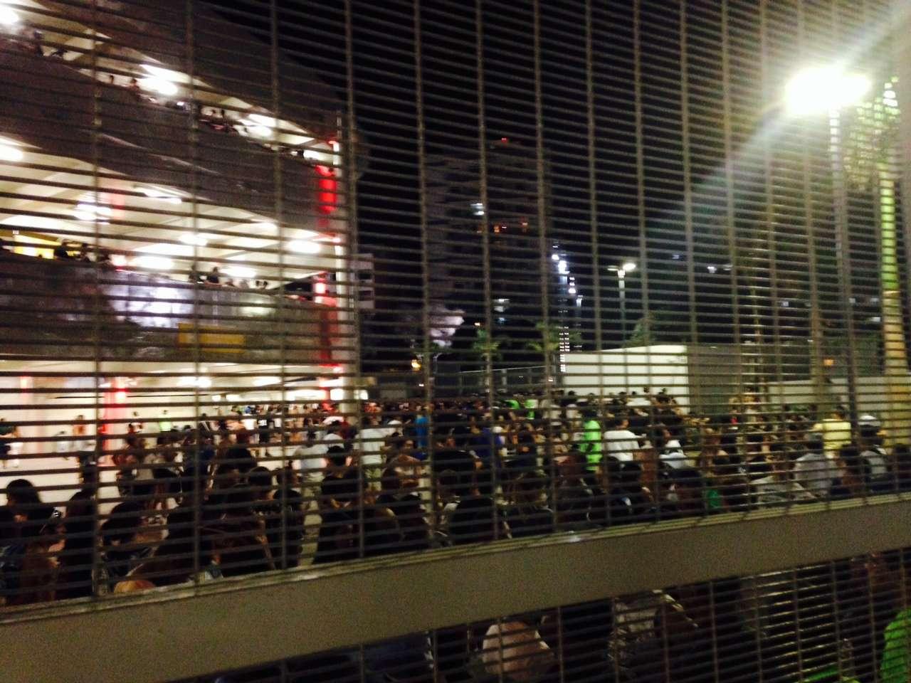 Aconteceu briga entre botafoguenses, corintianos e flamenguistas nas ruas próximas ao Maracanã Foto: Fabio Azevedo/Fazevedo Produções Artísticas e Eventos Ltda