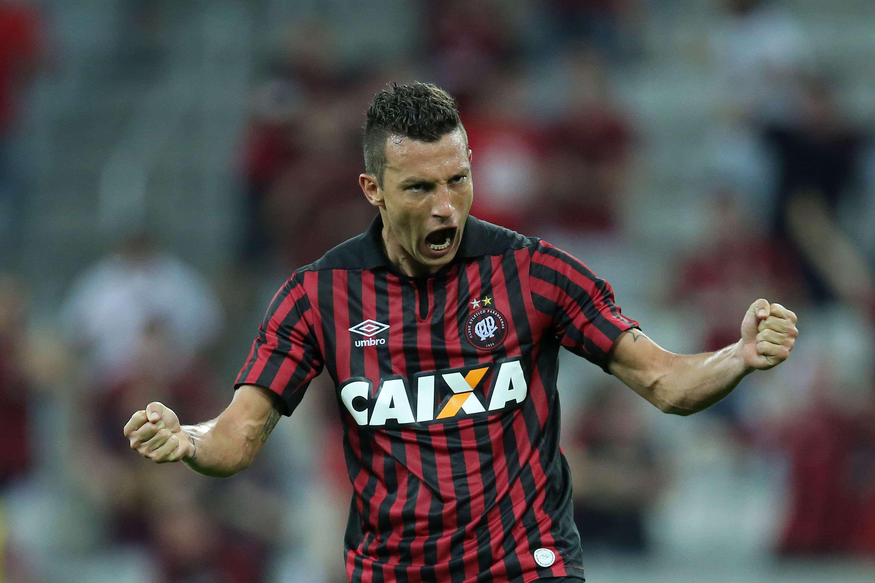 Gustavo fez sua estreia pelo Atlético-PR Foto: Heuler Andrey/Getty Images