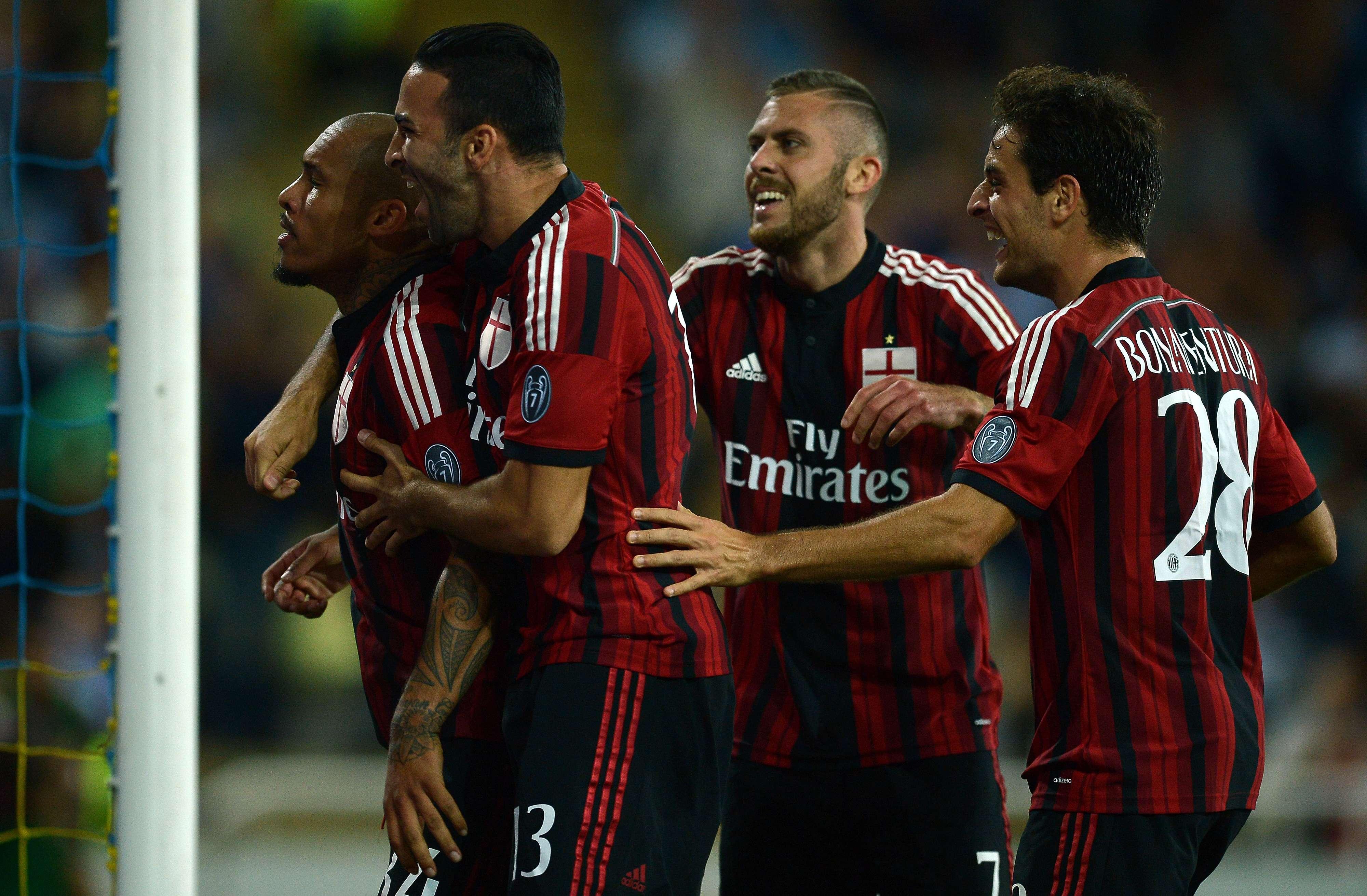 De Jong comemora um dos cinco gols do Milan Foto: AFP