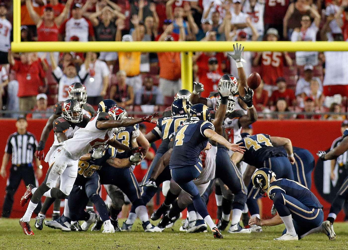 Greg Zuerlein, de los Rams de San Luis, convierte un gol de campo frente a los Buccaneers de Tampa Bay, en el último cuarto del partido del domingo 14 de septiembre de 2014 Foto: Brian Blanco/AP