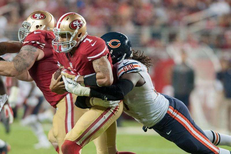 Sep 14, 2014; Santa Clara, CA, USA; San Francisco 49ers quarterback Colin Kaepernick (7) is sacked by Chicago Bears defensive end Willie Young (97) during the fourth quarter at Levi's Stadium. The Chicago Bears defeated the San Francisco 49ers 28-20. Mandatory Credit: Ed Szczepanski-USA TODAY Sports. Foto: Reuters
