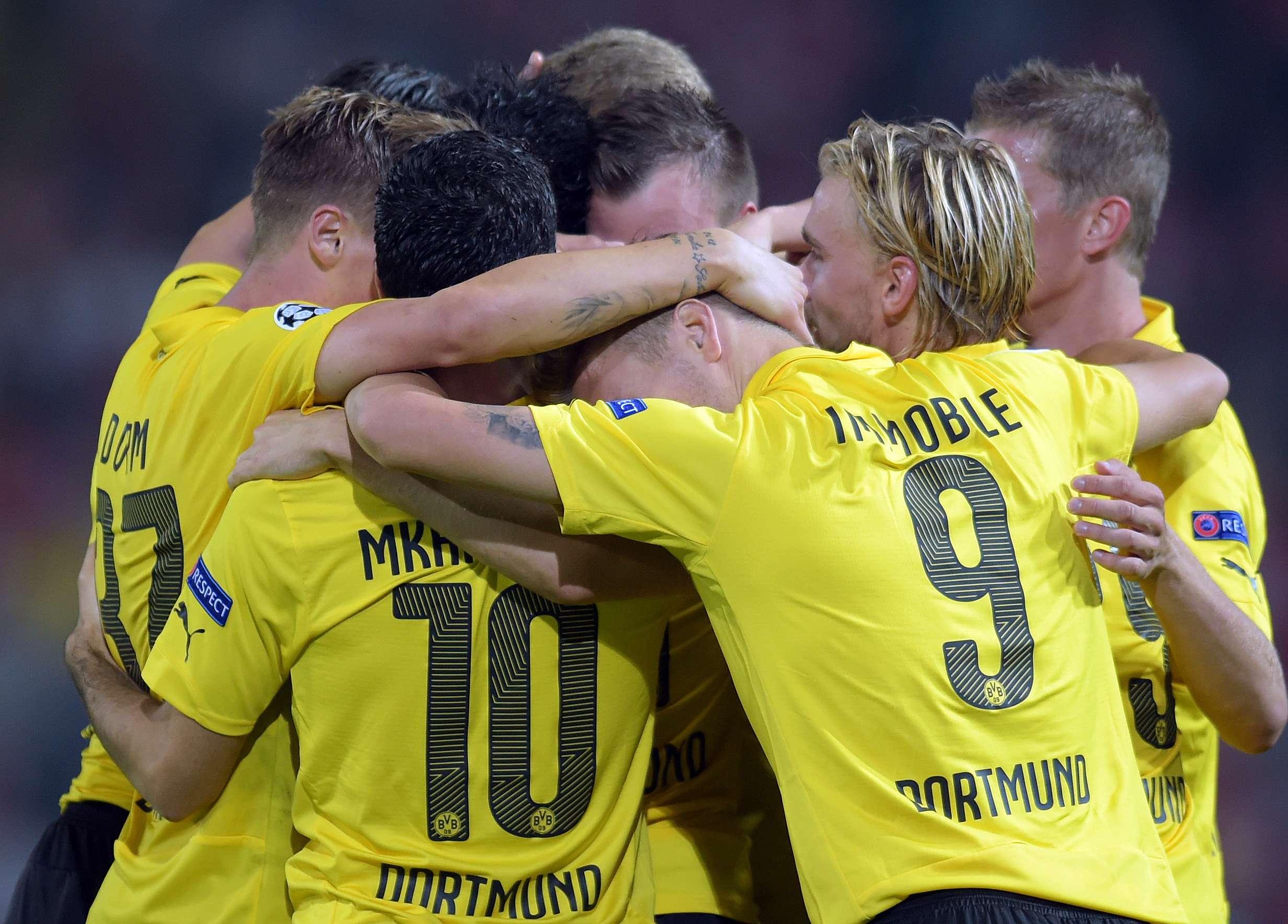 Jogadores do Arsenal comemoram vitória sobre o Borussia Dortmund Foto: Federico Gambarini/AFP