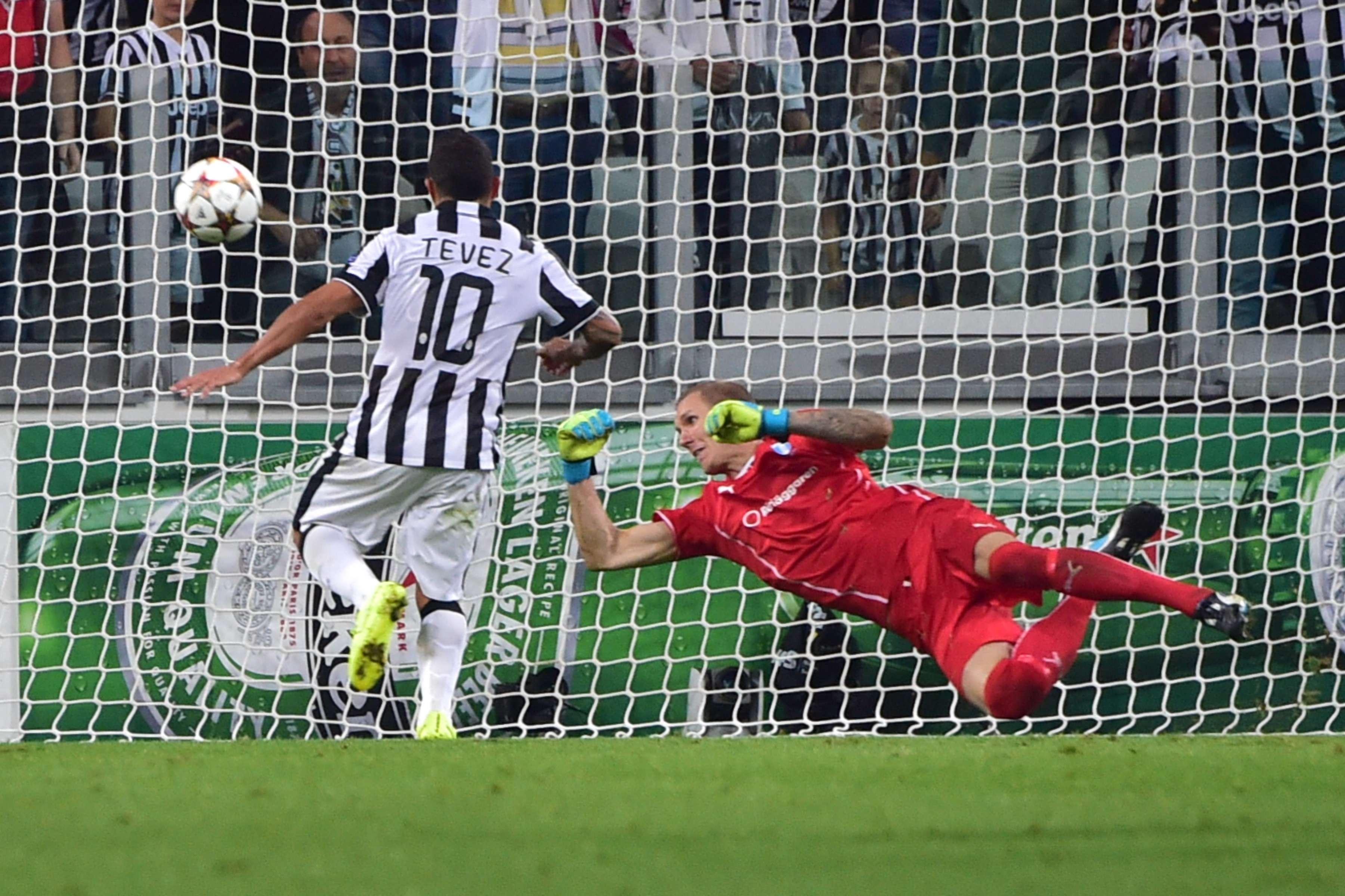 Autor de dois gols, Carlos Tevez comandou a vitória da Juventus Foto: Giuseppe Cacace/AFP