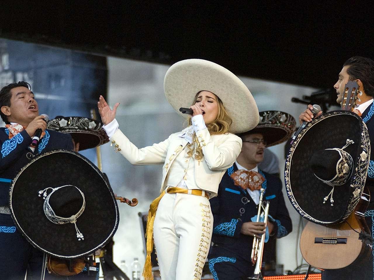 Belinda en el Zócalo. Foto: Reforma