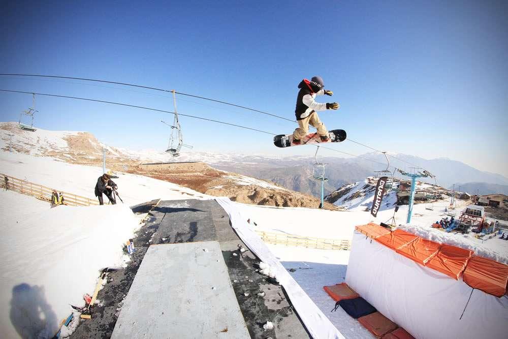 Con la presencia de 15 competidores se realizó la cuarta versión del Drop Zone Nocturno 2014 by Mini en el centro de esquí El Colorado. El ganador fue Kevin Backstrom (Suecia). David Berstinger (Suiza) y Hugo Serra (Francia) obtuvieron el segundo y tercer lugar respectivamente. Foto: Gentileza madmimi.com