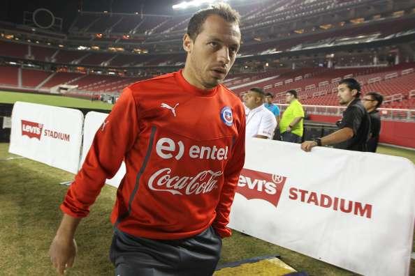 Marcelo Díaz fue expulsado en abril pasado ante Liverpool. Foto: AFP en español