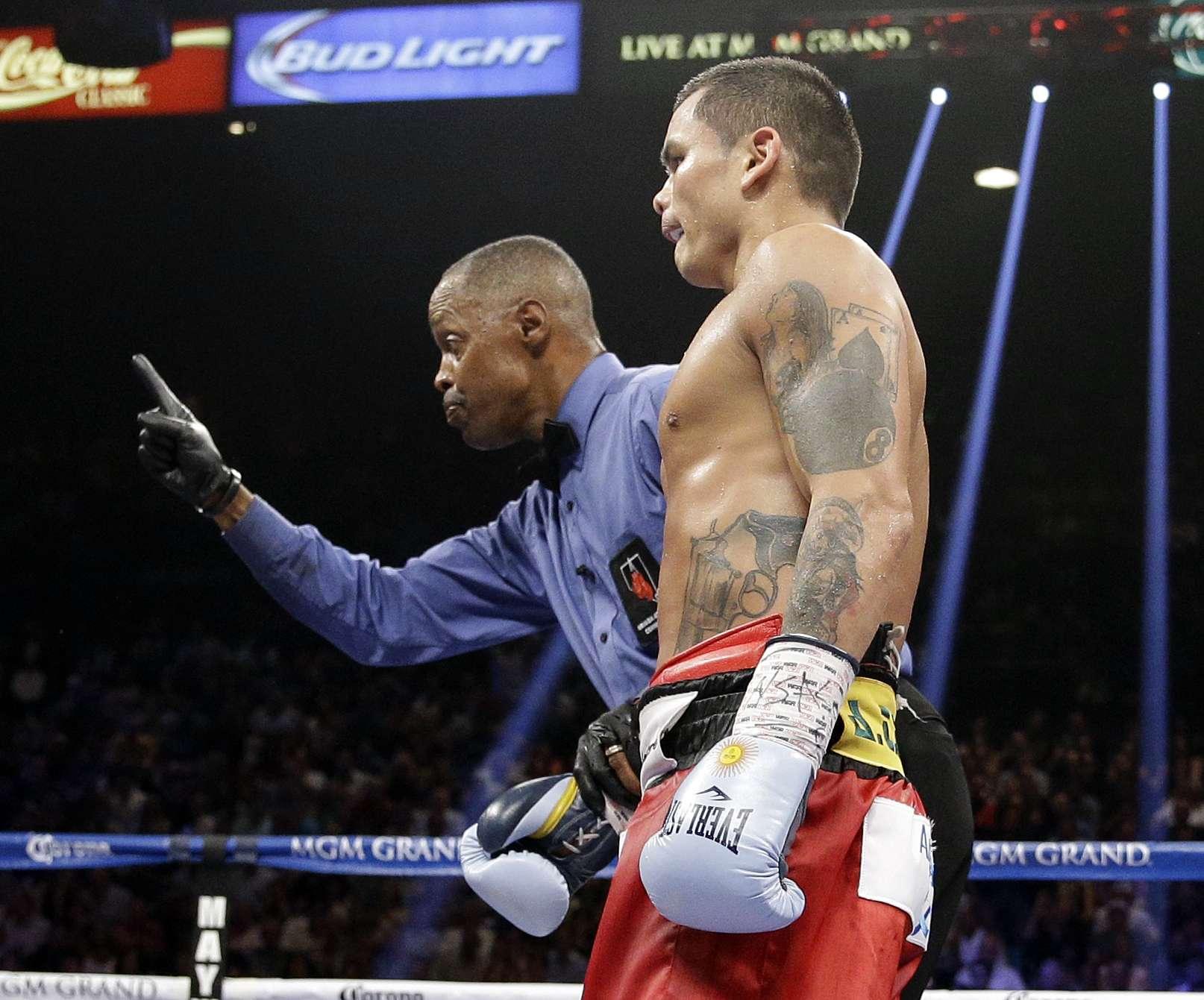 Durante la pelea, Maidana fue sancionado con un punto menos por un codazo a Mayweather. Foto: AP