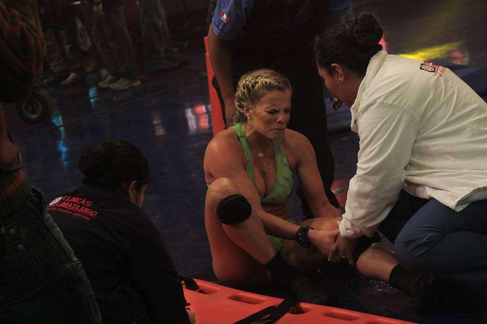 """Alejandra Baigorria sufre caída y es trasladad a clínica. Foto: Facebook """"Combate"""""""