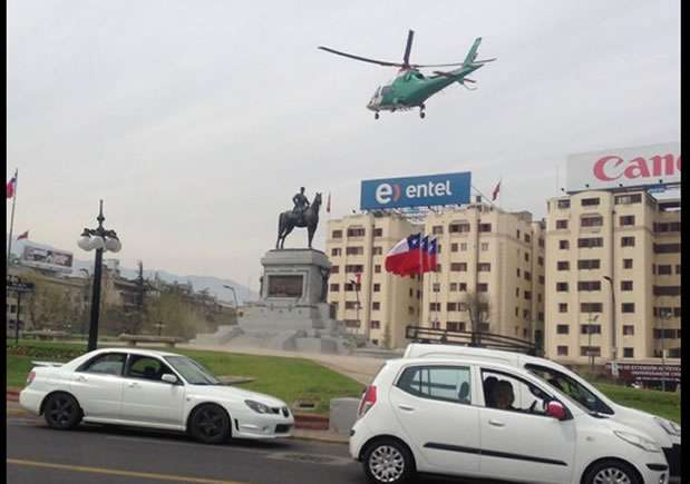 El operativo de rescate sorprendió a transeúntes. Foto: Twitter @NissRosenthal