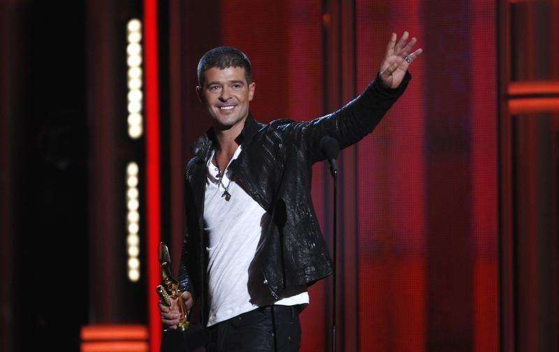 Cantor Robin Thicke ao receber prêmio durante o Billboard Music Awards, em Las Vegas, nos EUA. 18/05/2014. Foto:  Steve Marcus/Reuters