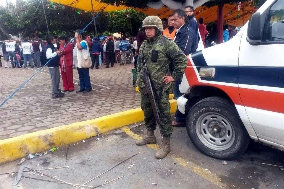 El percance ocurrió frente a la Presidencia Municipal de San Felipe Teotlalcingo Foto: Reforma/Rafael Durán