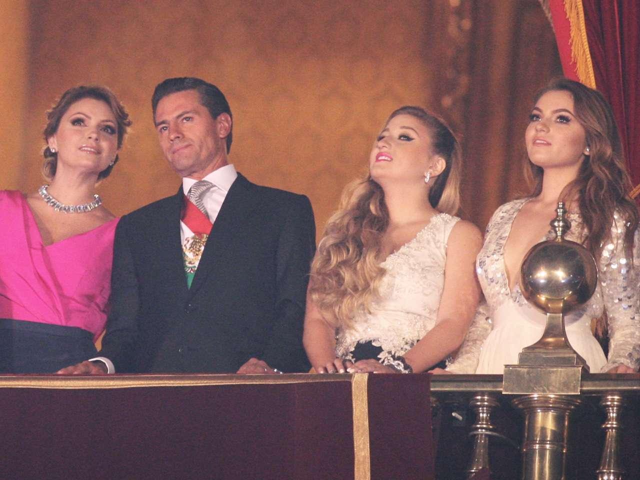 Sofía Castro (primera a la derecha) es hija de Angélica Rivera, esposa del presidente Enrique Peña Nieto Foto: Terra/Mario Castillo