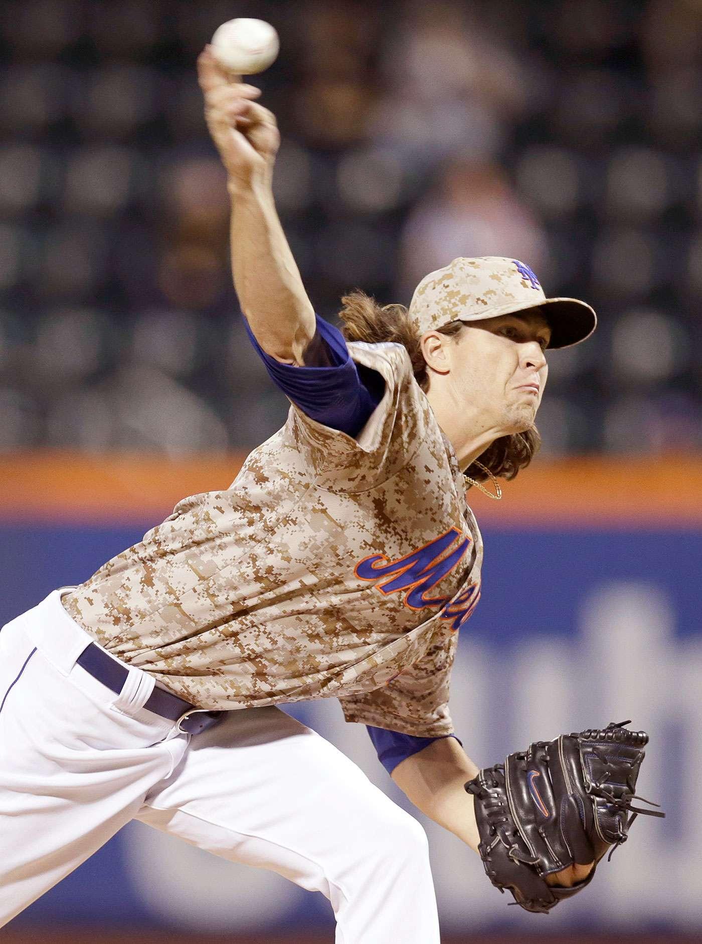 Jacob deGrom, abridor de los Mets de Nueva York, lanza frente a los Marlins de Miami en el juego del lunes 15 de septiembre de 2014. DeGrom ponchó a sus primeros 8 bateadores que enfrentó. Foto: Kathy Willens/AP